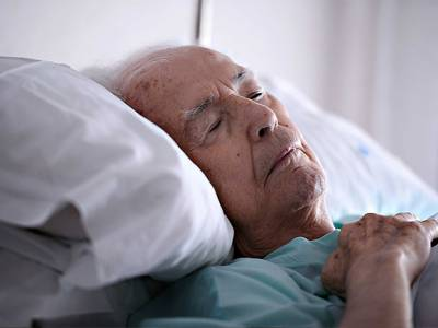How to choose an appropriate aged care bed for someone living with dementia?